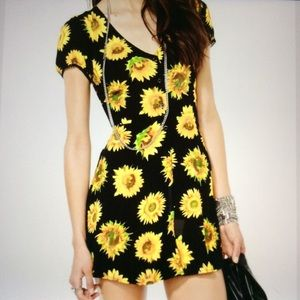 Dresses & Skirts - Motel  Rocks Sunflower Tahnee Tea Dress